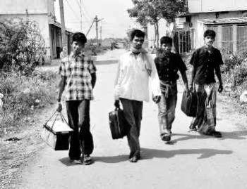 உழைக்க வரும் இளைஞர்களை முகஞ்சுழிக்காமல் தினந்தோறும் வரவேற்கும் திருப்பூர்.